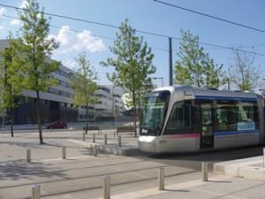 tram devant minatec